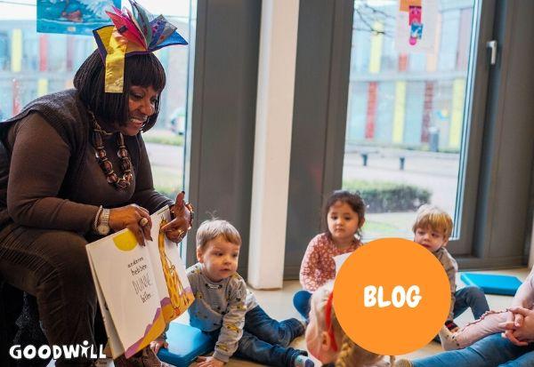 Gerda Havertong leest voor bij Kombino Kinderopvang