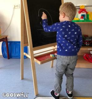 Het nieuwe tekenbord wordt uitgetest door kindje-Goodwill.nl