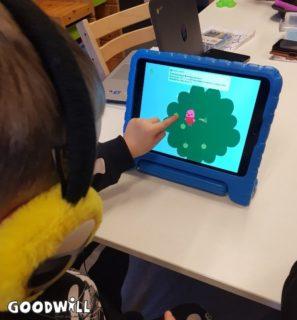 Spelletjes doen op de Ipad - Goodwill.nl