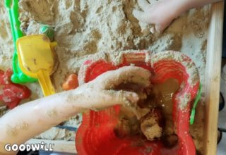 Modderdag - spelen met water en zand - blog Goodwill