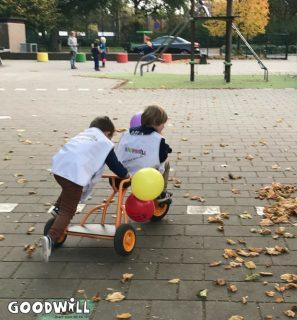 Samen op de nieuwe fiets van Goodwill.nl